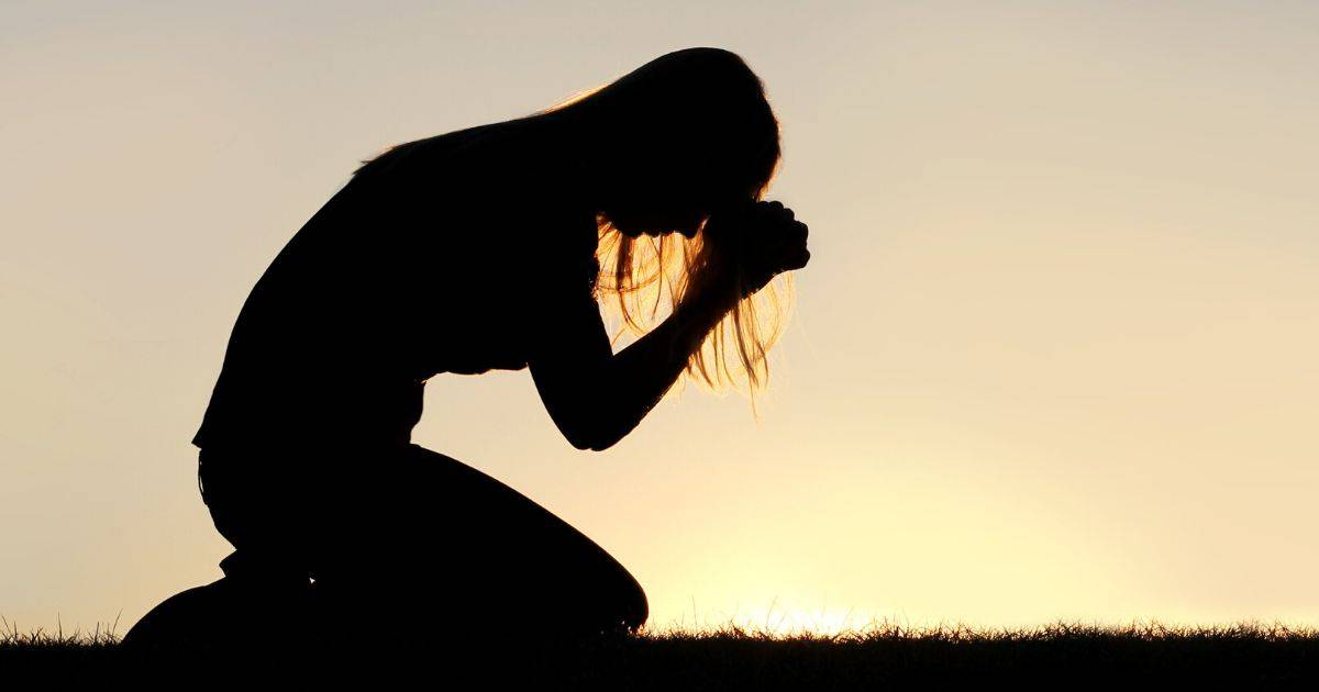woman in intercessory prayer